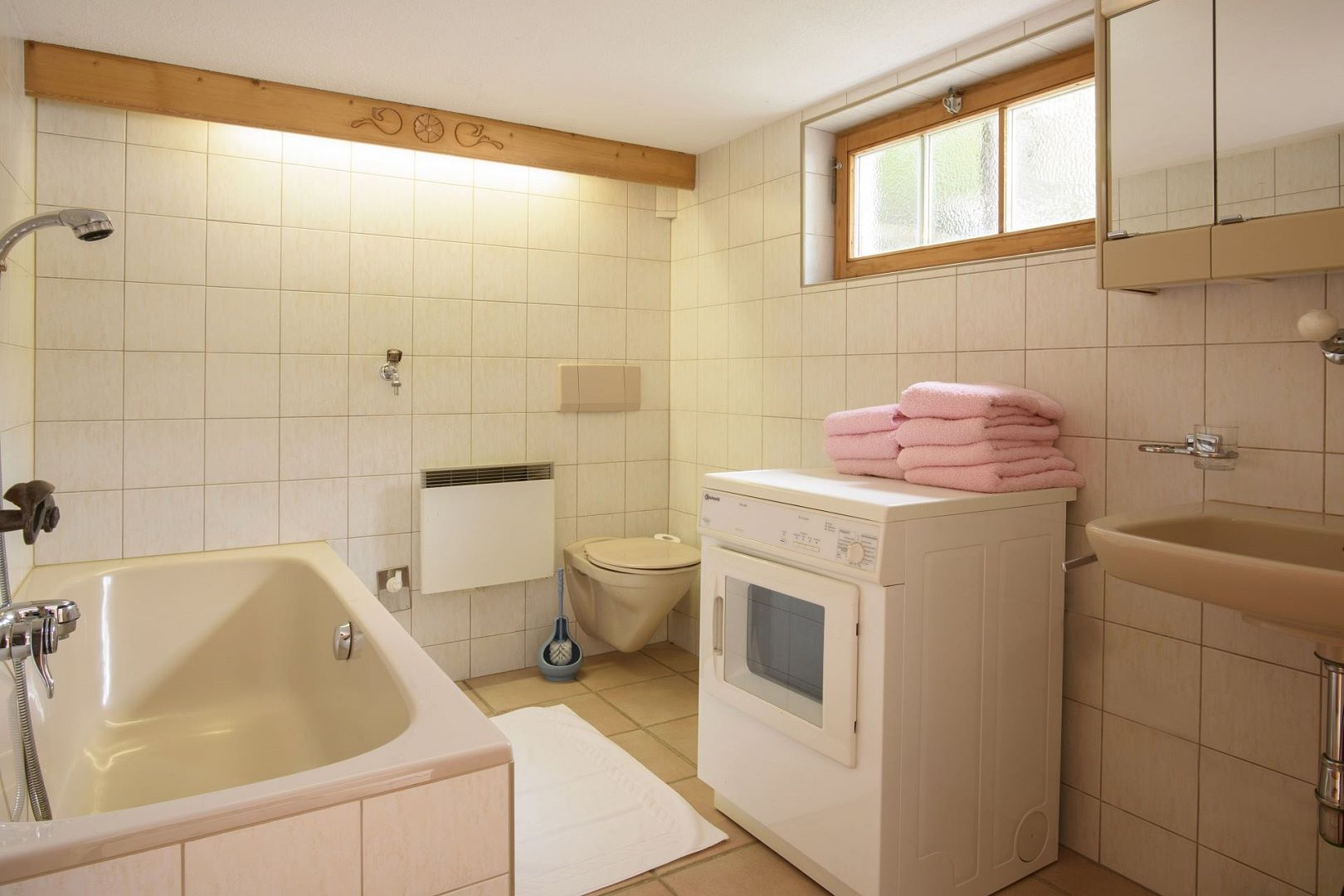 badezimmer chalet. Black Bedroom Furniture Sets. Home Design Ideas